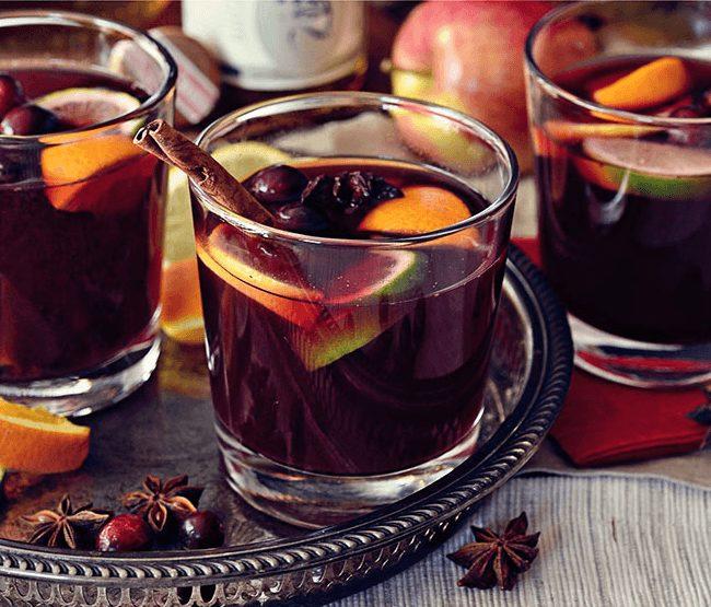 Vinho quente com frutas