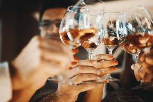 vinho-rosé-falso-300x200.jpg
